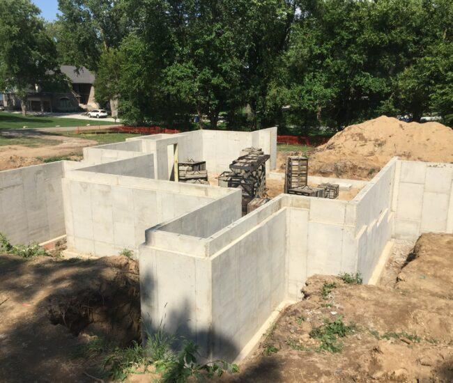 Concrete_Poured_Walls_Brick_ledge